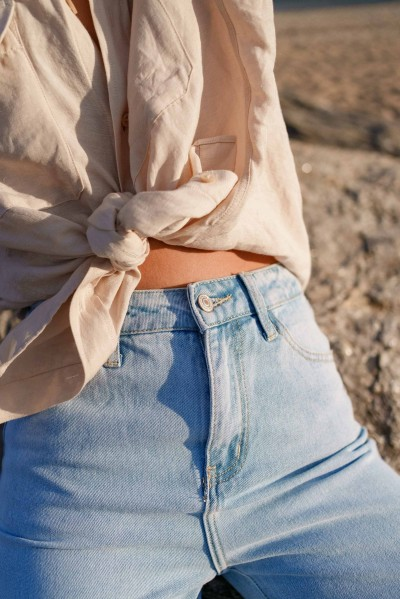 Straight jeans with holes